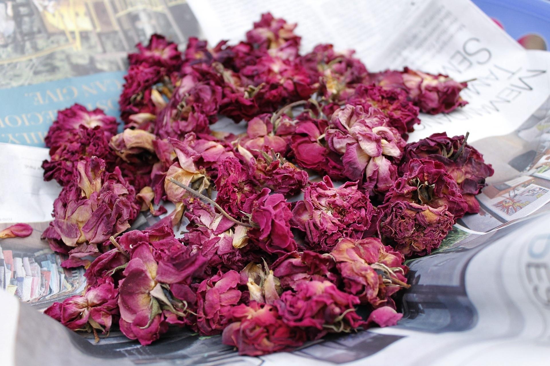 dryingflowerspotpourri.jpg